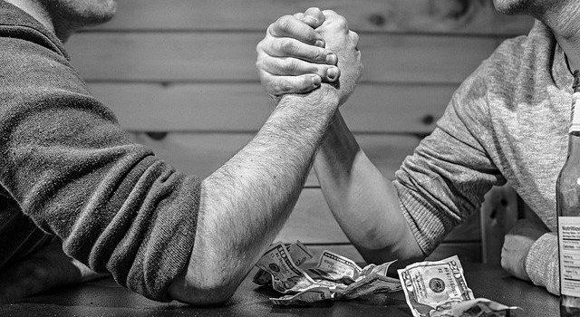 4 formas de cobrar por tus servicios profesionales